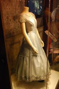 hr_alice_in_wonderland_experience_-_alice_dress