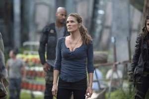 "The 100 -- ""Wanheda: Part One"" -- Image HU301D_0068 -- Pictured: Paige Turco as Abby -- Credit: Cate Cameron/The CW -- © 2015 The CW Network, LLC. All Rights Reserved"