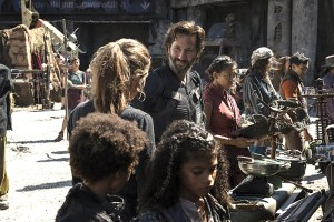 "The 100 -- ""Ye Who Enter Here"" -- Image HU303b_0006 -- Pictured (L-R): Paige Turco as Abby and Henry Ian Cusick as Kane -- Credit: Cate Cameron/The CW -- © 2016 The CW Network, LLC. All Rights Reserved"