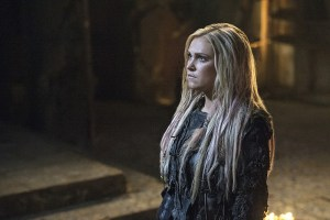 "The 100 -- ""Ye Who Enter Here"" -- Image HU303b_0302 -- Pictured: Eliza Taylor as Clarke -- Credit: Cate Cameron/The CW -- © 2016 The CW Network, LLC. All Rights Reserved"