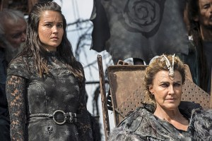 "The 100 -- ""Watch The Thrones"" -- Image HU304a_0207 -- Pictured (L-R): Rhiannon Fish as Ontari and Brenda Strong as Nia -- Credit: Cate Cameron/The CW -- © 2016 The CW Network, LLC. All Rights Reserved"