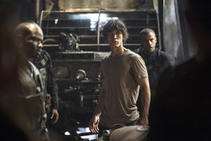 """The 100 -- """"Watch The Thrones"""" -- ImageHU304b_0242 -- Pictured (L-R): Bob Morley as Bellamy and Jarod Joseph as Miller -- Credit: Cate Cameron/The CW -- © 2016 The CW Network, LLC. All Rights Reserved"""