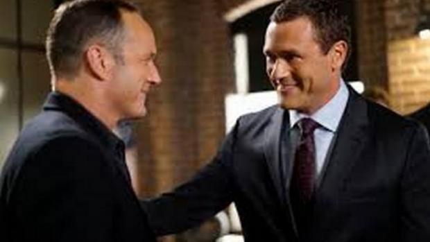 Jason O'Mara as Director Mace briefs Coulson (Clark Gregg) in Agents Of Shield