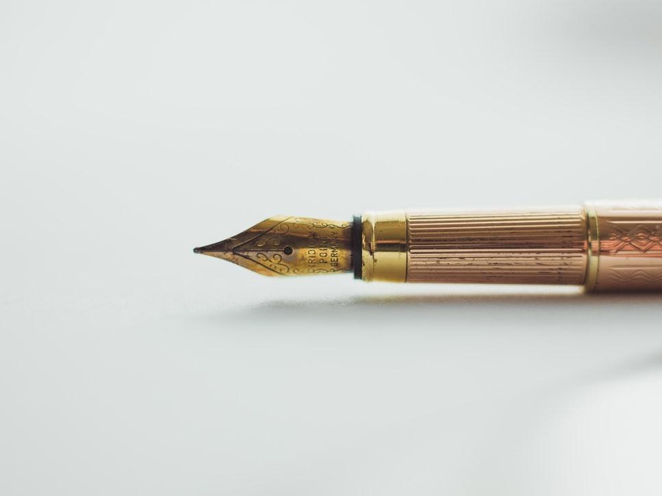 Penna stilografica incisa