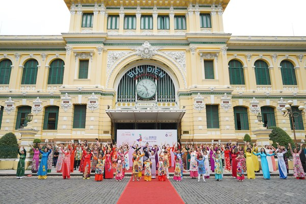 An inspiring activity about Ao dai occurred in November at the City Post Office