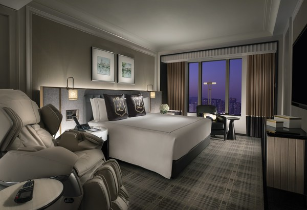 The Londoner Hotel's 113 square metre Windsor Suites offer spacious, elegant accommodation with an upscale British feel, incorporating beautifully appointed fabrics and furnishings.