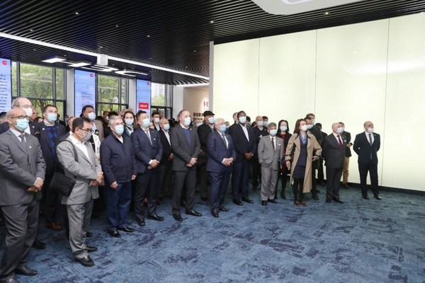 Foreign ambassadors and other guests from more than 30 countries visited H3C Innovation Experience Center