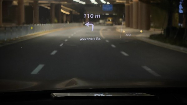 Designed for safety, the new HUAWEI Petal Maps' Head Up Display will allow drivers to keep their eyes on the road while navigating.
