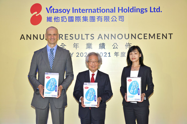 Vitasoy management presents the latest VITASOY VITA Oat recently launched in its Mainland China market at the Company's annual results for FY2020/21. (From left) Mr. Roberto GUIDETTI, Group Chief Executive Officer; Mr. Winston LO, Executive Chairman; and Ms. Ian Ng, Group Chief Financial Officer.