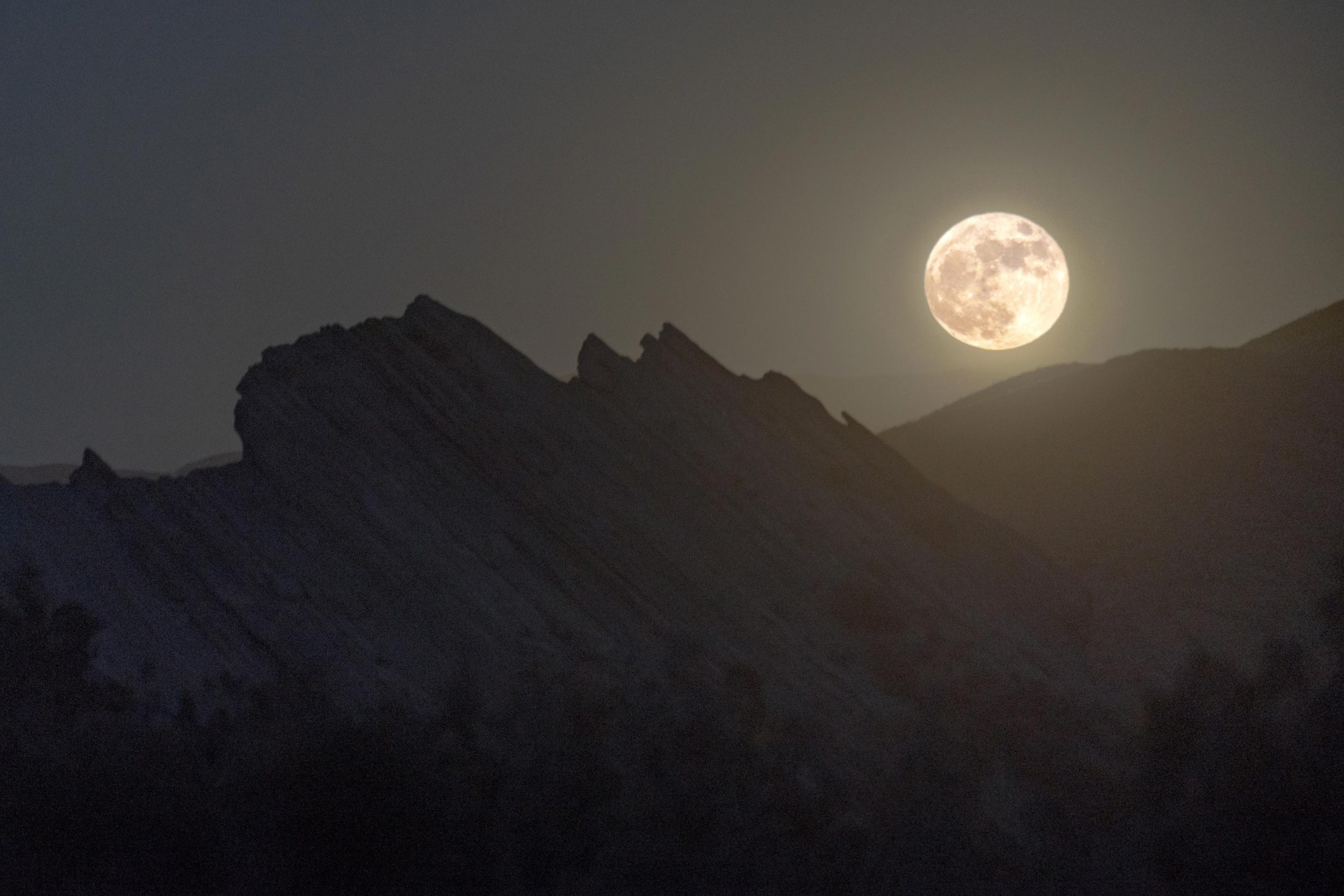 Full Moon Vasquez Rocks Natural Area Park scaled, Don't Miss: Hunter's, Blood Moon and Orionid Meteor Shower, mars cloud, ,Blood, Dont, Hunters, meteor, Moon, Orionid, science news, Shower, SPACE, spacelivenews, SpaceLiveNews