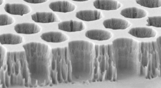 microscope image of the tungsten photonic crystal