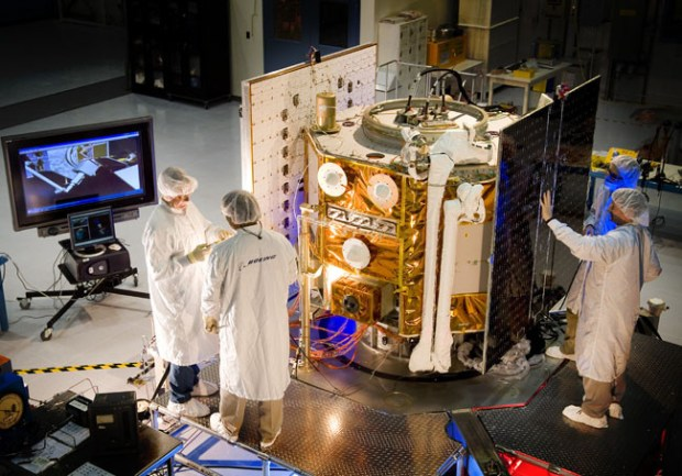 boeingweek2.0923_Engineers at Boeing-Huntington Beach work on the Orbital Express ASTRO, a demonstrator satellite that will service other satellites. Courtesy Boeing Advanced Systems.