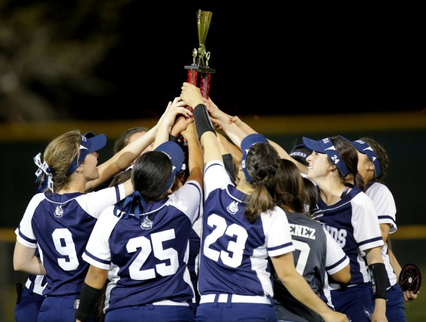 The Redlands softball team won the All-County Diamond Classic earlier this year. (Photo by Terry Pierson, The Press-Enterprise/SCNG)
