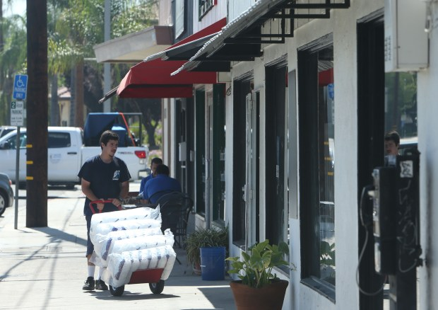 Brandon Gones with Holmes Ice, delivers bags of ice to State Street Liquor in Redlands on Thursday, June 29, 2017. (Stan Lim, The Press-Enterprise/SCNG)