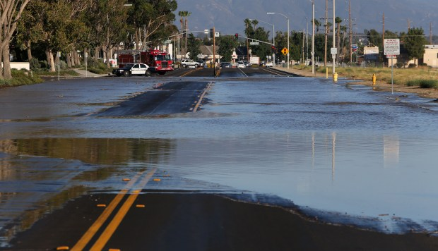 A possible water main break floods Jefferson Ave between Winchester Road and Cherry Street in Temecula on Tuesday, August 8, 2017. (Photo by Frank Bellino, The Press-Enterprise/SCNG)