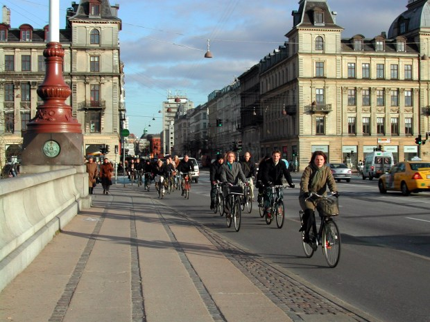 SH04L166COPENHAGEN - Bicycling is common transporation for business-distrct commuters such as these folks, heading home on a Friday over a canal bridge in Copenhagen. (SHNS photo by Robert Jenkins / St. Petersburg Times)