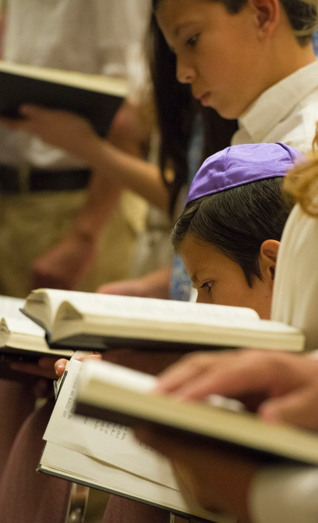 """Congregation Emanu El in Redlands, celebrates Yom Kippur, the """"holiest day of the year"""" in which those of the Jewish faith feel closest to God. Friday, September 29, 2017. (Photos by Frank Perez)"""