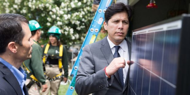 State Senate leader Kevin de León at a solar installation project. (CALmatters photo by Carl Costas)