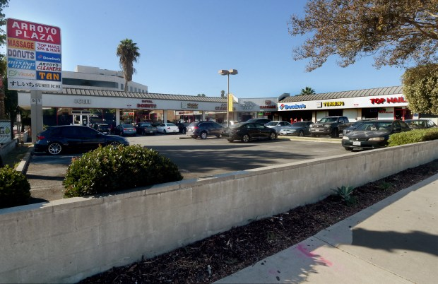 A strip mall located at 633 South Arroyo Parkway in Pasadena, where a 73-year-old Lance Semkus, allegedly slit the throat of a 26-year-old woman in Pasadena. The woman was sitting against the retaining wall at the strip mall when a man came up from behind, grabbed her head and slit her throat, police said.(Photo by Walt Mancini/Pasadena Star-News/SCNG)