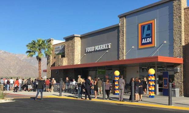 People line up to enter an Aldi in Palm Springs. The first 8 Aldi stores in Southern California opened in March 2016. (Nancy Luna, Orange County Register/SCNG)