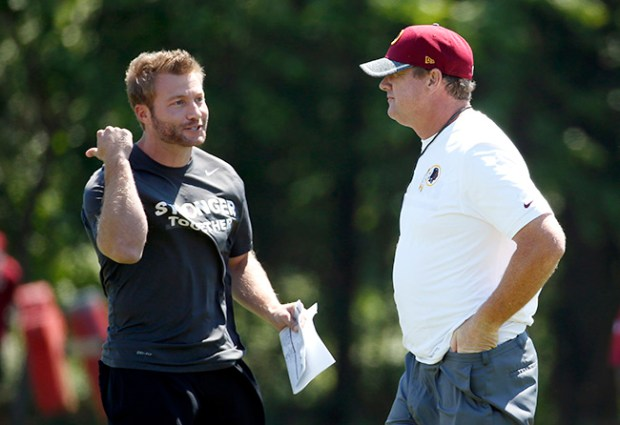 Washington head coach Jay Gruden (right) made Sean McVay (left) his play-caller when McVay was 29. (AP Photo/Alex Brandon)