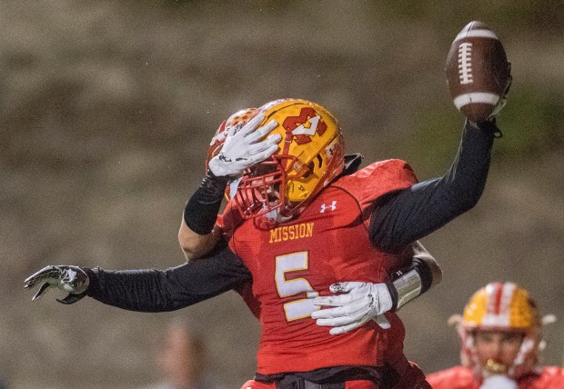 Mission Viejo's Christian Lavalle celebrates his touchdown against San Clemente late in the fourth quarter in Mission Viejo on Friday, November 3, 2017. (Photo by Paul Rodriguez, Orange County Register/SCNG)