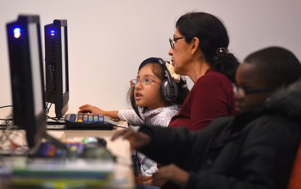 Families and students take advantage of the available internet connected computers at the Michelle Obama Library in North Long Beach on Thursday, November 9, 2017. (Photo by Scott Varley, Press-Telegram/SCNG)