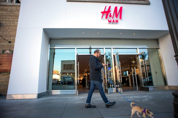 H&M opens a new store at the Paseo Colorado mall in Pasadena on Friday, Dec. 1, 2017. (Photo by Sarah Reingewirtz, Pasadena Star-News/SCNG) . .