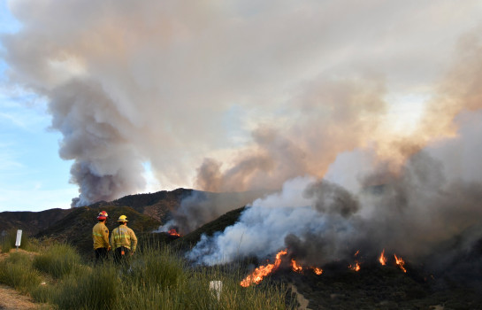 """The Ventura County Fire Department confirmed a firefighter called out """"mayday"""" Thursday, Dec, 14, 2017, while working the Thomas fire. (Dec. 9 photo by Gene Blevins for the Los Angeles DailyNews/SCNG)"""