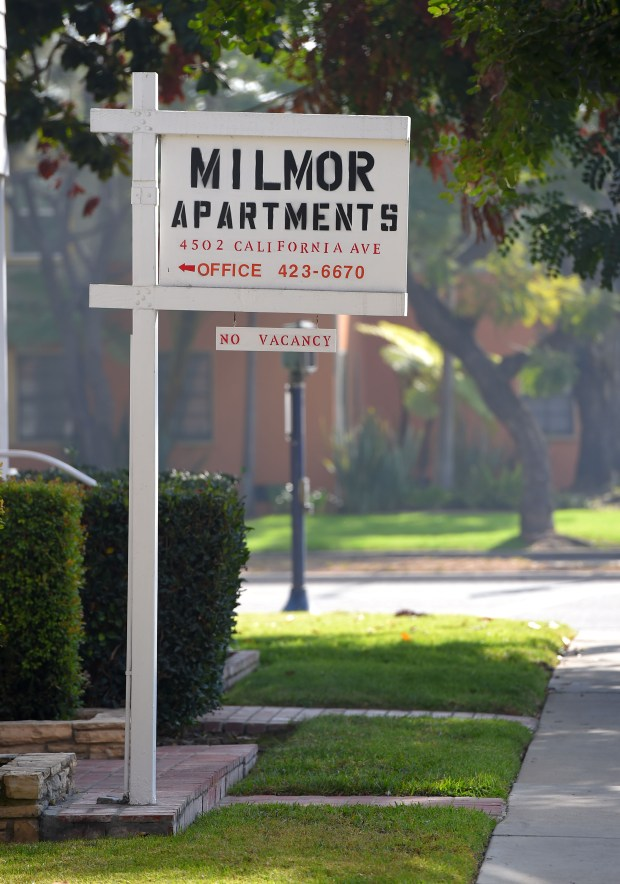 There are no vacancies at this apartment complex in Long Beach on Tuesday, Jan 2, 2018. In 2017, Long Beach saw a 10.3 percent increase in rent, boosting its median price for a one-bedroom unit to $1,500. (Photo by Scott Varley, Press-Telegram/SCNG)