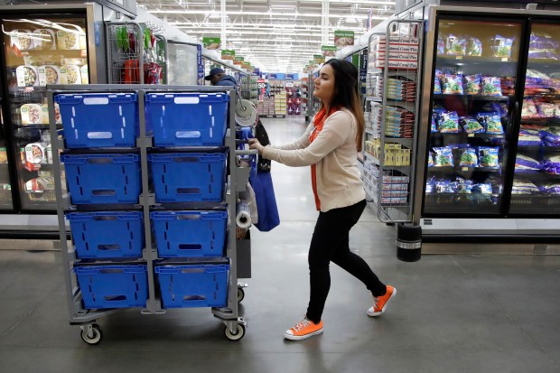 On Thursday, Jan. 11, 2018, Walmart announced it is boosting its starting salary for U.S. workers to $11 an hour, giving a one-time $1,000 cash bonus to eligible employees and expanding its maternity and parental leave benefits. (AP Photo/Julio Cortez)