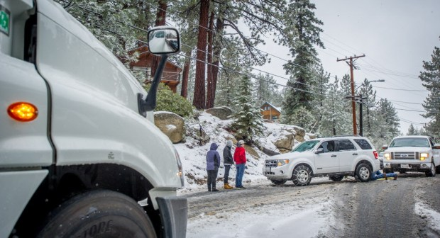 A motorist's vehicle is pulled out of the bank after sliding off the highway during Tuesday's snow storm in the Big Bear Valley, Tuesday, Jan. 9, 2018. (Eric Reed/For The Sun/SCNG)