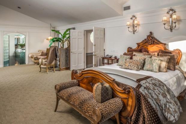 18-master-bedroom