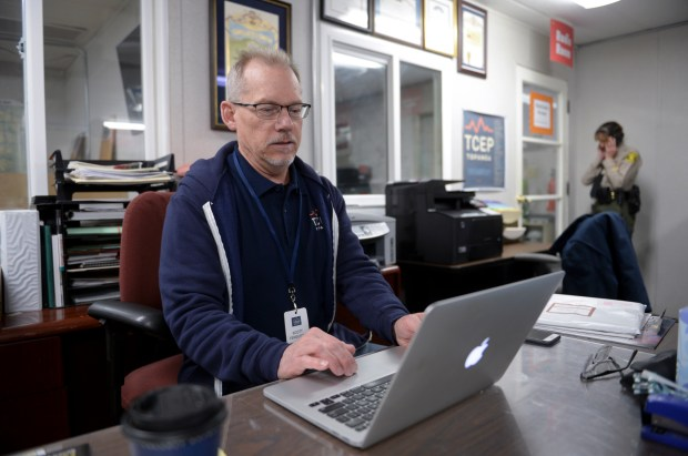 Scott Ferguson is a volunteer at the Topanga Emergency Operations Center. The center is run by volunteers to keep the community updated in case of disasters. (Photo by David Crane, Los Angeles Daily News/SCNG)