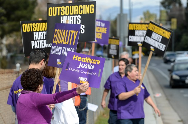Woodland Hills Kaiser Permanente call center workers protest the reported outsourcing of 160 jobs to other locations as a cost-saving measure for the healthcare giant. (Photo by David Crane, Los Angeles Daily News/SCNG)