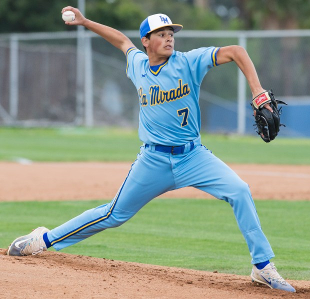 La Mirada's Erik Carmona(7) pitches to Lakewood in a nonleague baseball game in La Mirada Wednesday, March 14, 2018. La Mirada went on to win the game 11-2 over Lakewood. (Photo by Thomas R. Cordova / Daily Breeze)