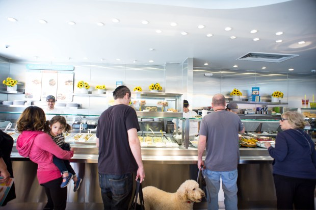 The lunch crowd orders food at the newly remodeled Lemonade in Studio City on Friday, April 13, 2018. (Photo by Sarah Reingewirtz, Pasadena Star-News/SCNG)