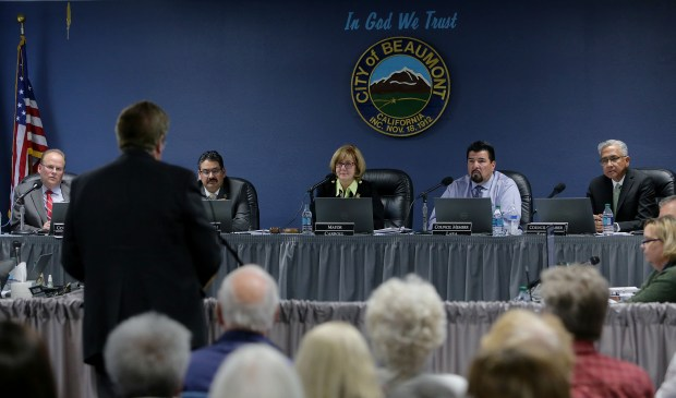 Desert resident Robert Muller addresses the Beaumont City Council during their meeting before their vote on SB 54 Tuesday in Beaumont, Calif. April 17, 2018. (TERRY PIERSON,THE PRESS-ENTERPRISE/SCNG)