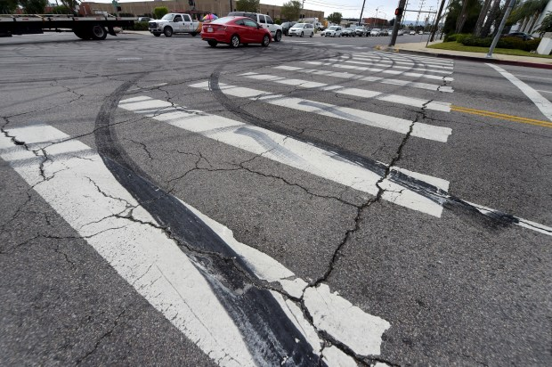 La intersección de Mason Ave. y Plummer St. en Chatsworth, CA el lunes 30 de abril de 2018. Durante el fin de semana, los conductores bloquearon la intersección para hacer donas con sus automóviles. (Foto por Dean Musgrove, Los Angeles Daily News / SCNG)