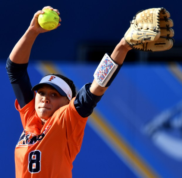 CSU Fullerton starting pitcher Trisha Parks throws to the plate against Texas State in the first inning of the NCAA Division I softball regional championship at Easton Field on the campus of UCLA on Friday, May 18, 2018 in Los Angeles. CSU Fullerton won 2-1. (Photo by Keith Birmingham, Pasadena Star-News/SCNG)