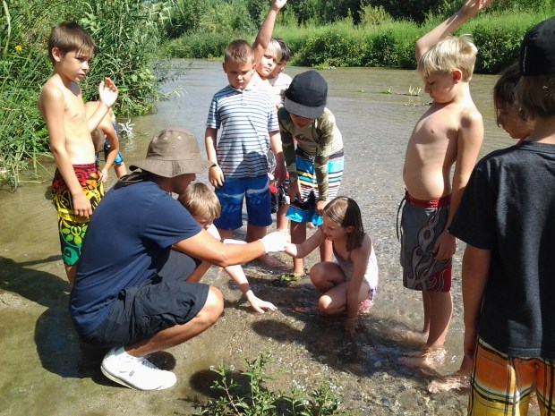 Students learn about the Santa Ana River in a program sponsored by the nonprofit group, Inland Empire Waterkeeper. Photo courtesy of Inland Empire Waterkeeper