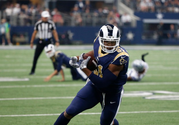 Los Angeles Rams tight end Gerald Everett wears the helmet with white stripes on an away uniform with yellow stripes against the Cowboys last year. (AP Photo/Michael Ainsworth)
