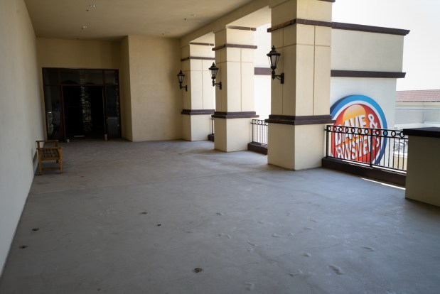 Northridge Fashion CenterÕs third floor has remained dormant since the Broadway department store vacated the site in 1994. Now, its landlord General Growth Properties is rolled out a plan to convert 45,000 square feet of former retail space to offices. ( Photo by David Crane, Los Angeles Daily News/SCNG)