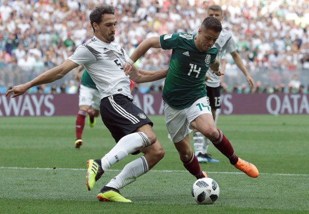 Mexico's Javier Hernandez, right, challenges Germany's Mats Hummels for the ball during the group F match between Germany and Mexico at the 2018 soccer World Cup in the Luzhniki Stadium in Moscow, Russia, Sunday, June 17, 2018. (AP Photo/Matthias Schrader)
