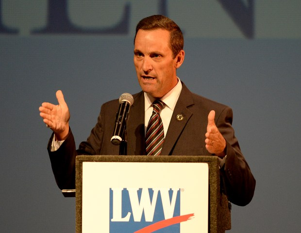 Election 2020: GOP's Steve Knight endorses Mike Garcia in northern LA County race for Congress