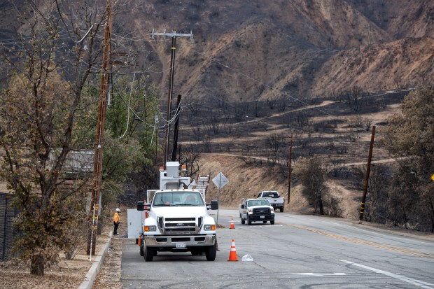 An agonizing wait as hundreds still trying to return to homes in Woolsey fire area