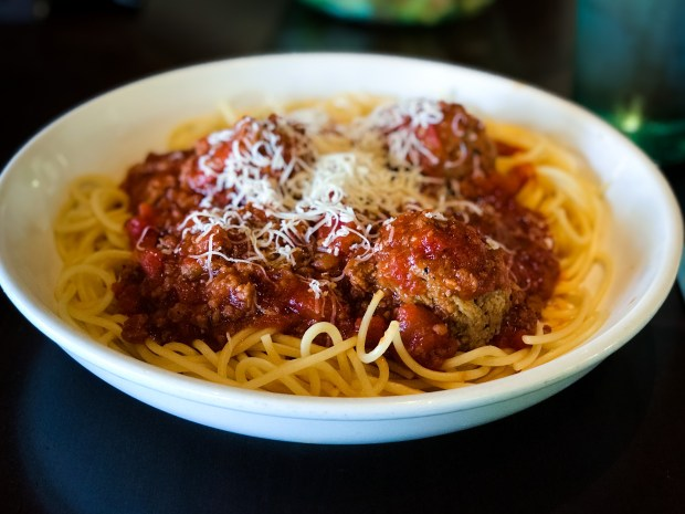Review which italian restaurant chain makes the best - Olive garden spaghetti and meatballs ...