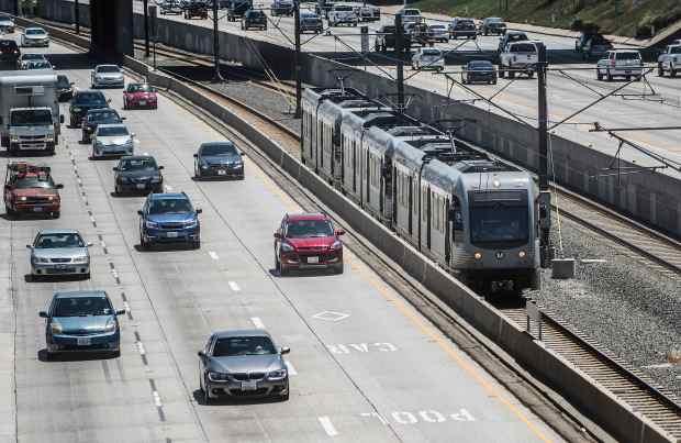 No coronavirus cases reported by LA Metro as ridership dips 60%