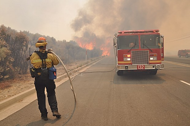 Fire in Santa Clarita closes northbound 14 Freeway