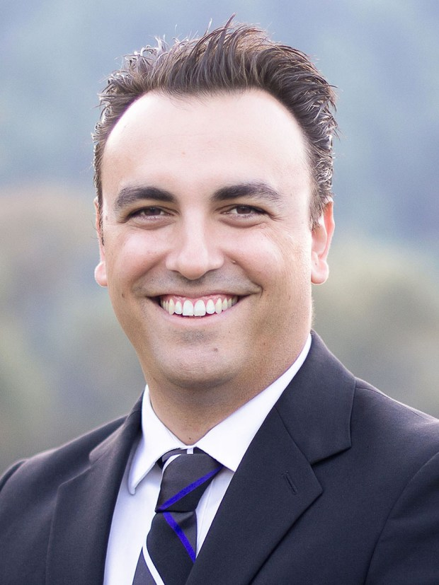 A fresh face, Konstantine Anthony, snares the spotlight in Burbank City Council race